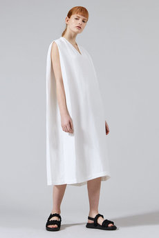 WOVEN SLEEVELESS V NECK DRESS