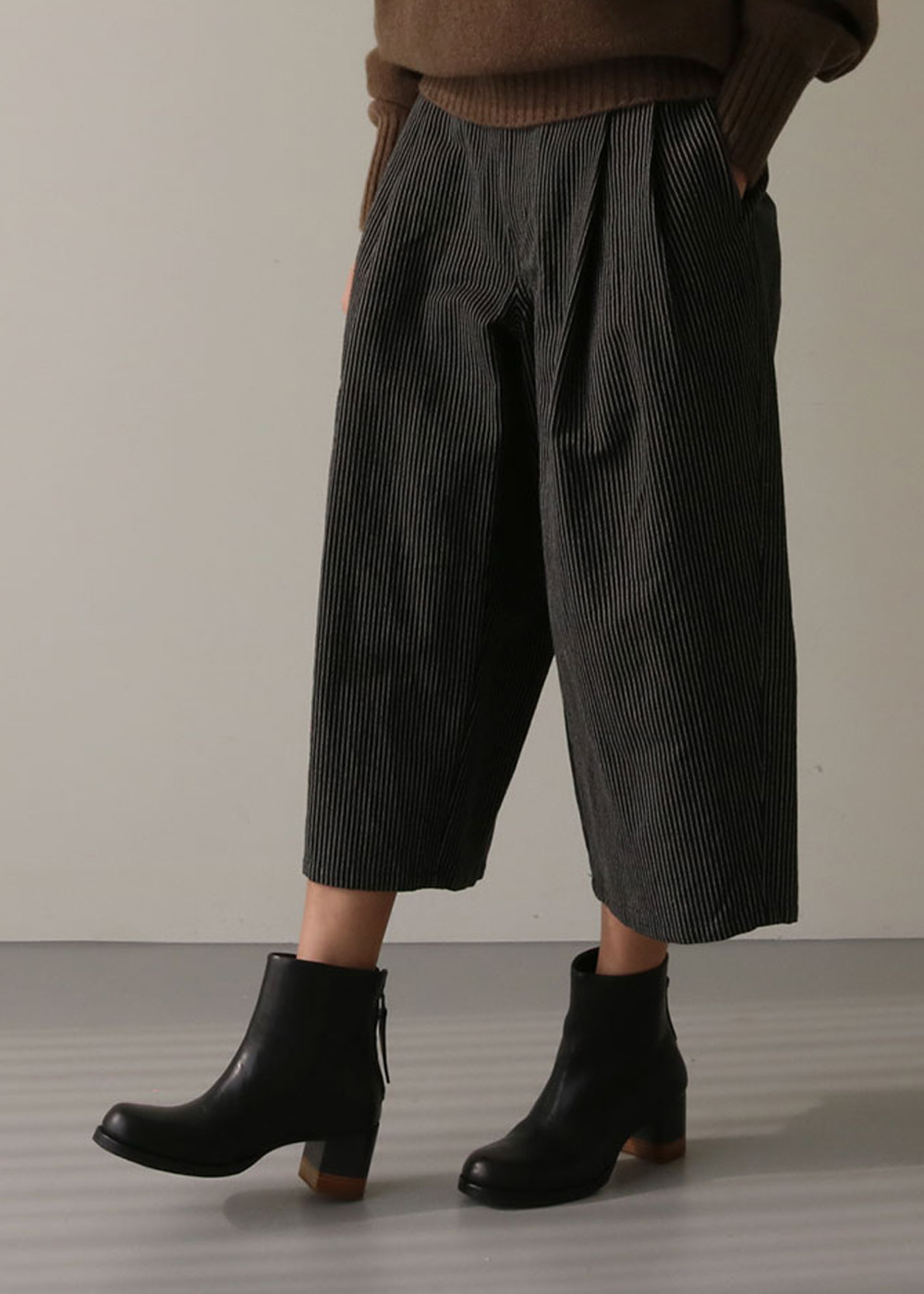 STRIPE TUCK WIDE PANTS