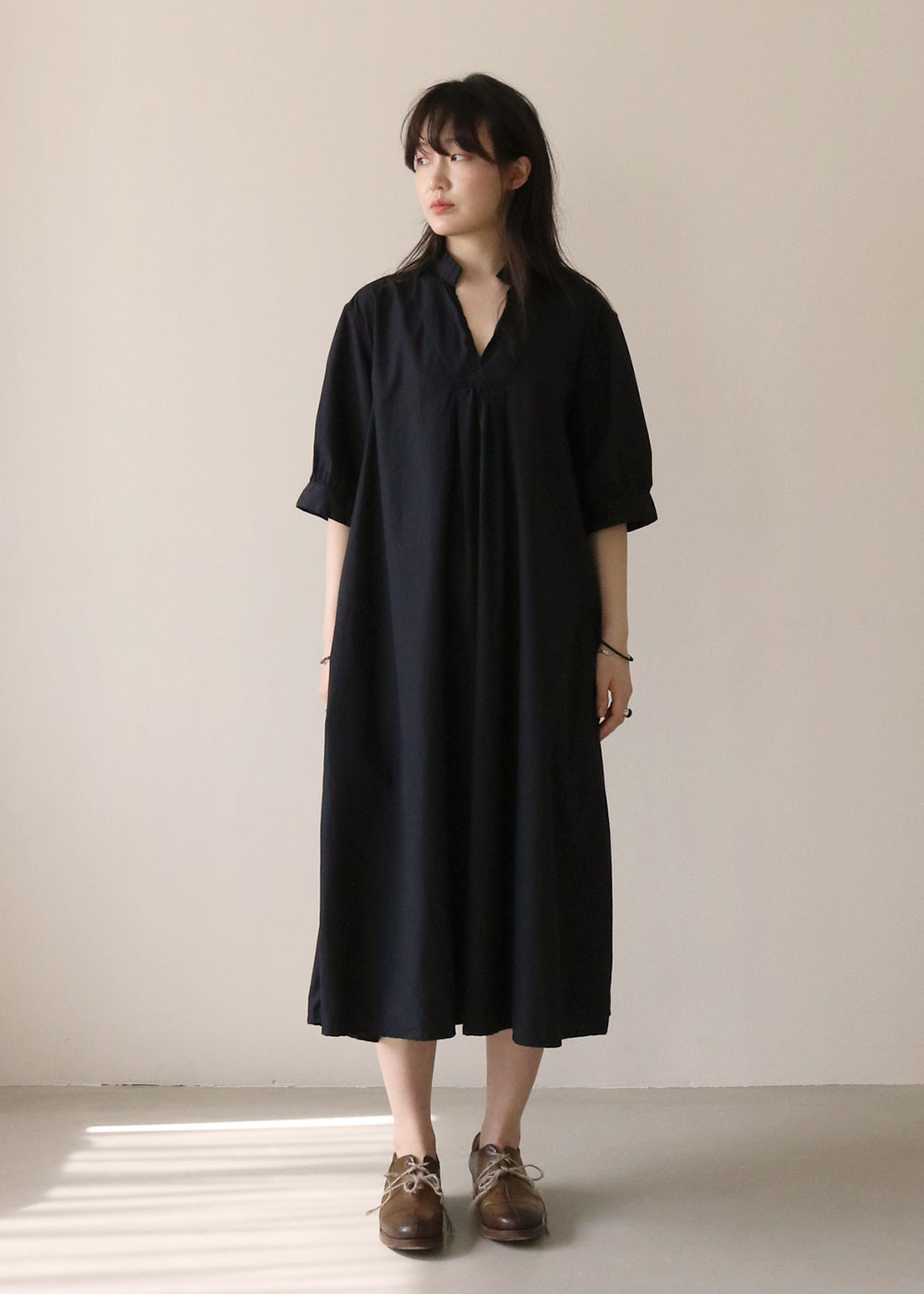 TYROL V COLLAR DRESS - black