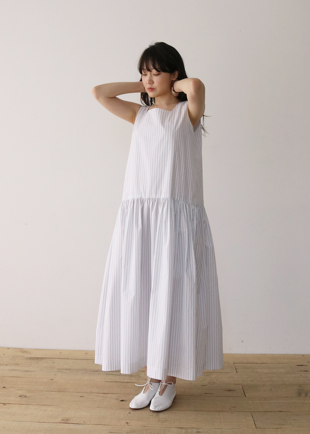 L DRESS - b/w stripe