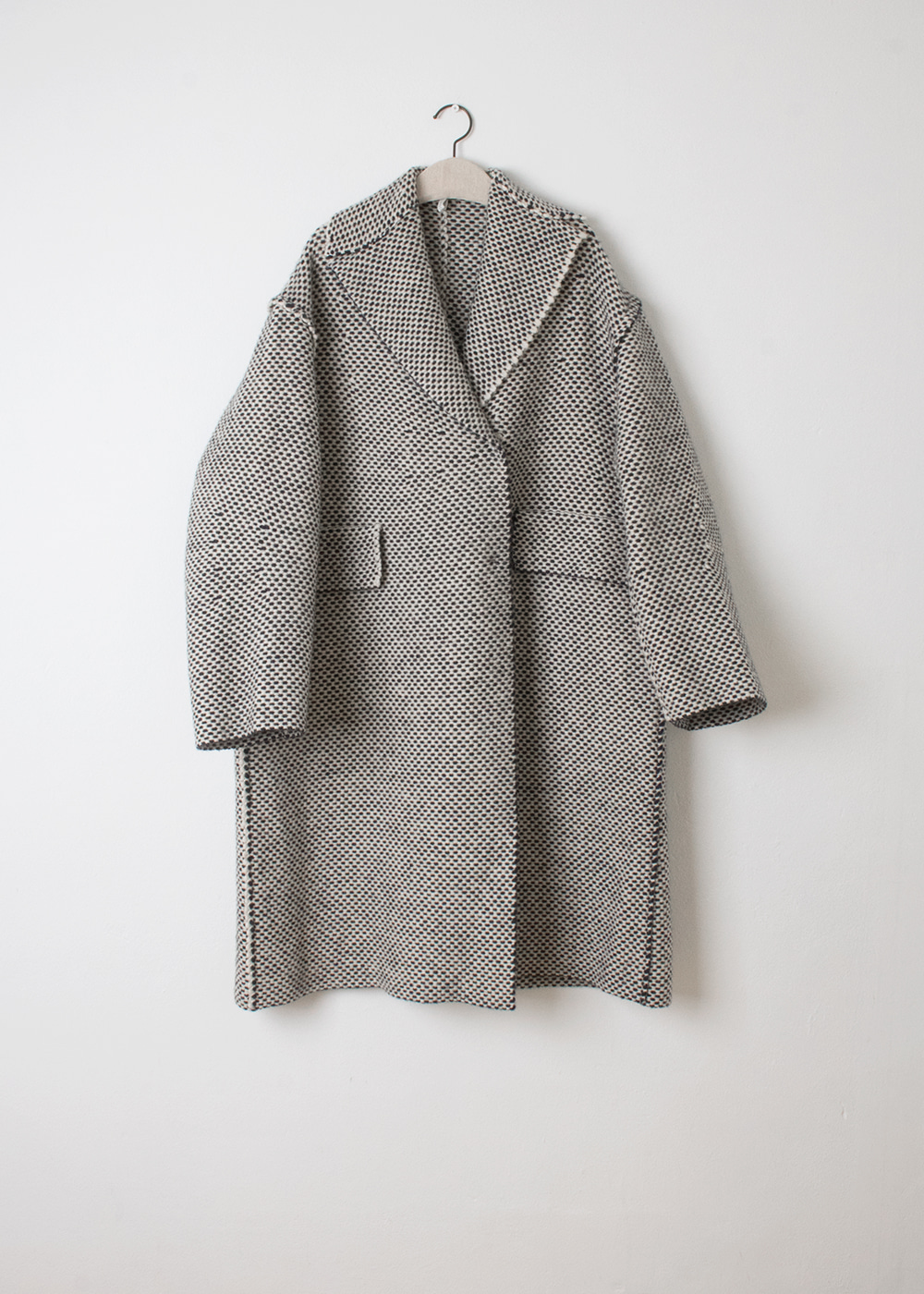 CREAM BLUE EYE COAT
